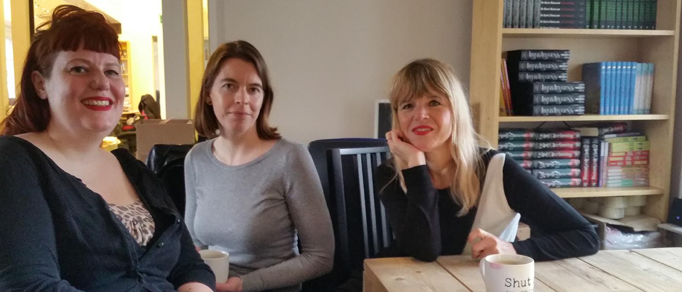 Cabaretier Anke Laterveer tekent boekcontract bij Pepper Books