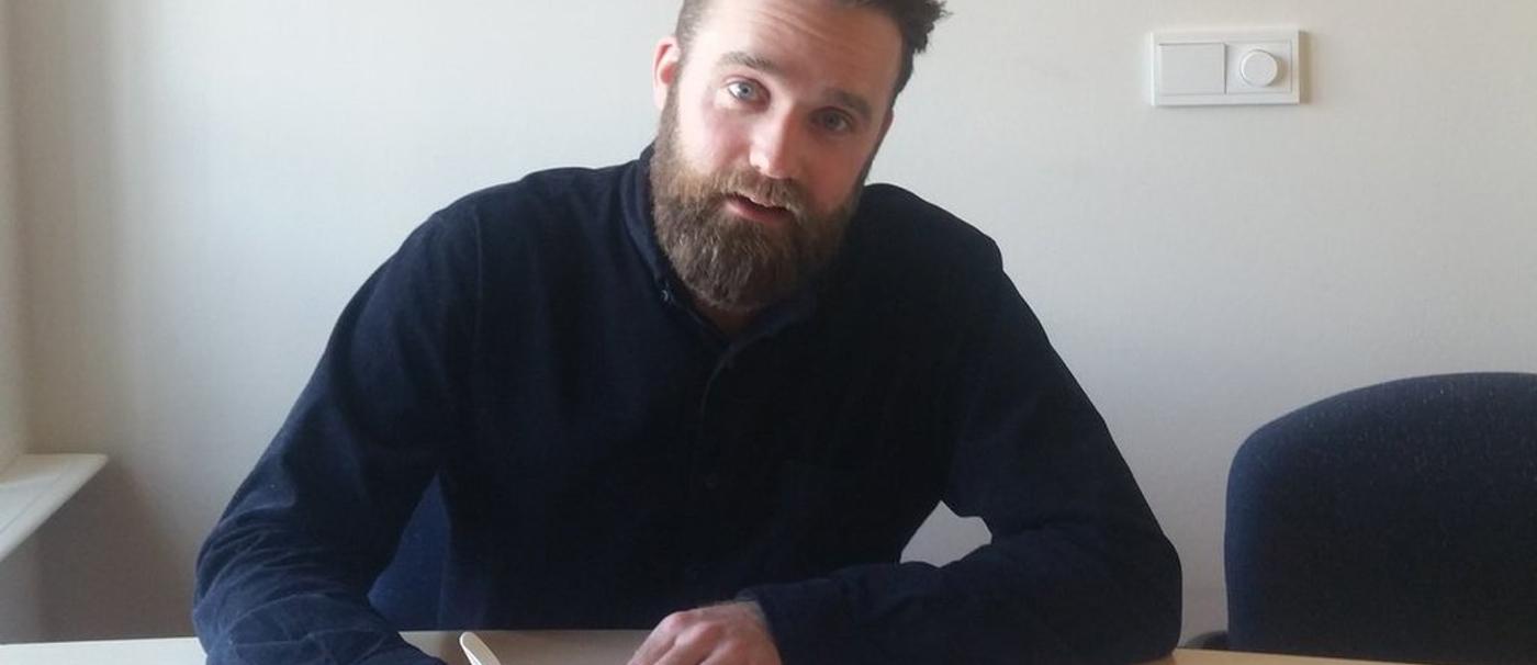 Meester Bart tekent boekcontract bij Pepper Books